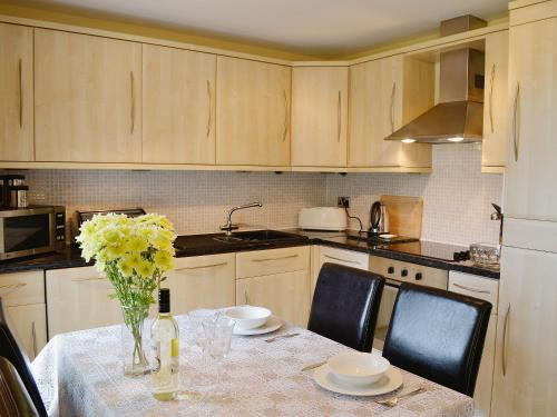 A kitchen or kitchenette at Manor Bungalow