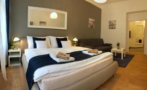 Bett Im Schlafzimmer Design Modern Italienisch Lecomfort , Beautiful Apartments In Prague Tschechien Prag Booking