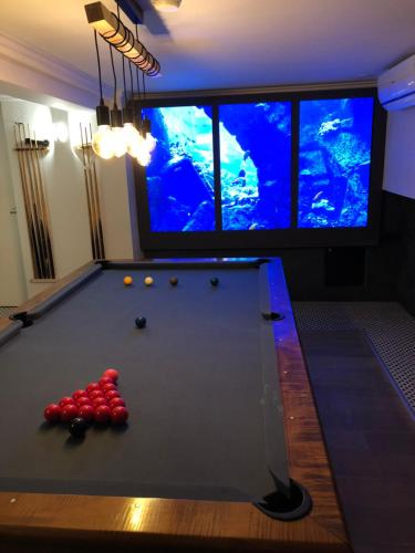 A pool table at Au 30