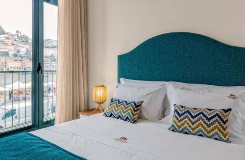 Uma cama ou camas num quarto em 296 Heritage Apartments