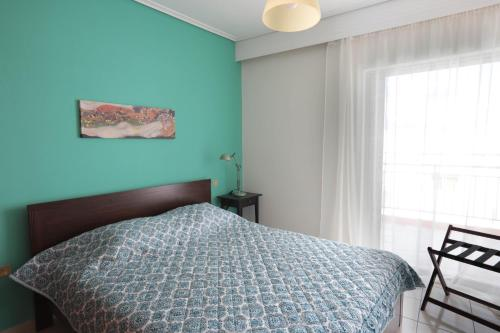 A bed or beds in a room at Joyful Turquoise Apt in Athens Historic Centre
