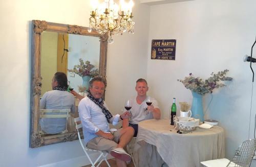 Familia alojada en Chardonnay Apartment