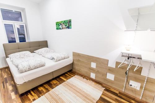 A bed or beds in a room at New Apartment 3 min to Metro