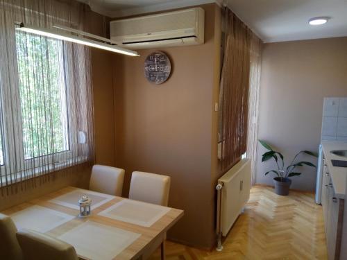 Prostor za sedenje u objektu Apartment Cherry