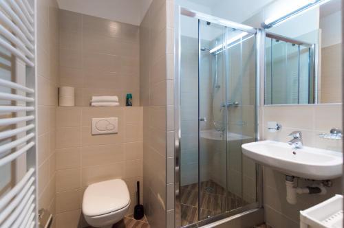 Ванная комната в Kubelikova APARTMEET