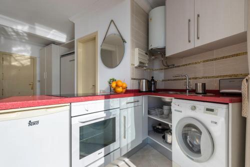 A kitchen or kitchenette at Nest Studio Playa Alhamar