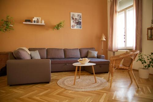 A seating area at Apartment In The Heart Of Budapest