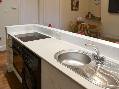 A kitchen or kitchenette at Robins Nest
