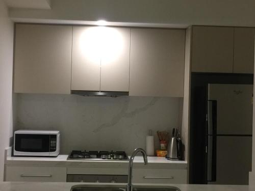 A kitchen or kitchenette at Hurstville New apartment with city view