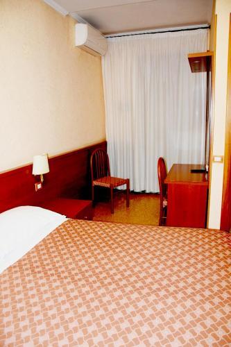 Кровать или кровати в номере Hotel Bruna