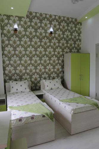 Кровать или кровати в номере Doshan Hotel-Hostel