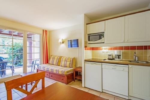 A kitchen or kitchenette at Maeva Particuliers Residence Le Parc d'Arradoy