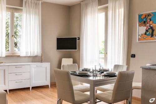 A television and/or entertainment center at Appartamento Versilia