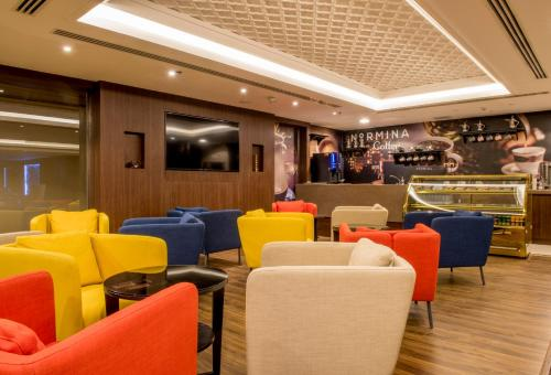 The lounge or bar area at Normina Hotel Suites