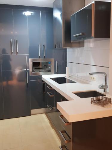 A kitchen or kitchenette at Apartamento La Rosa
