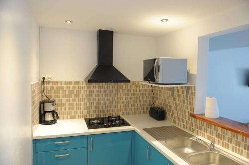 A kitchen or kitchenette at Villa Yona