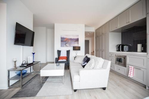 A seating area at Jet Furnished Suites Yorkville