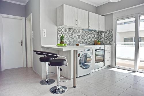 A kitchen or kitchenette at Alkyoni City Apartment