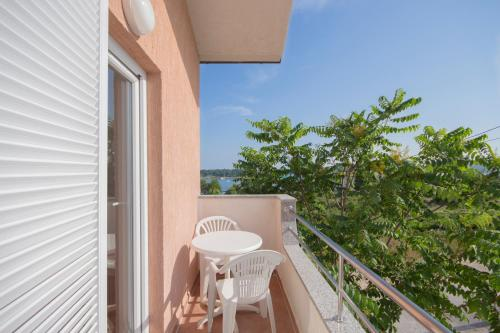 A balcony or terrace at Apartments Oaza Mira