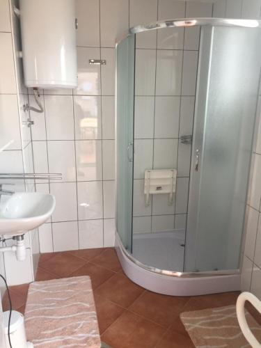 A bathroom at Apartmani Villa Christina