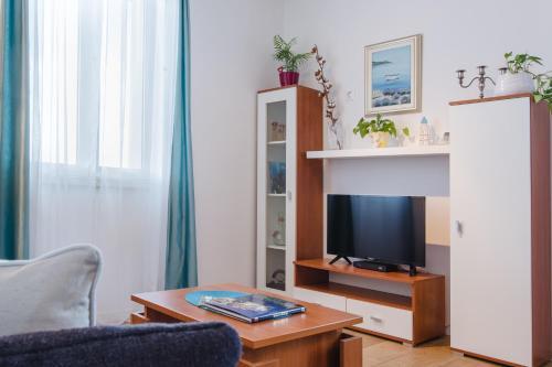 Télévision ou salle de divertissement dans l'établissement Apartment Luka