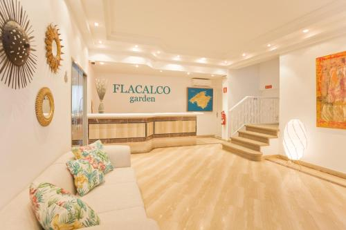 The lobby or reception area at Flacalco Hotel & Apartments