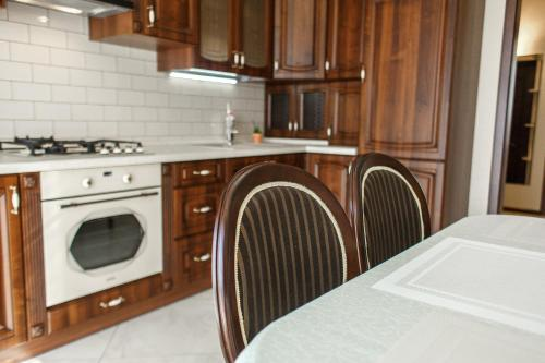 A kitchen or kitchenette at Apartment Status
