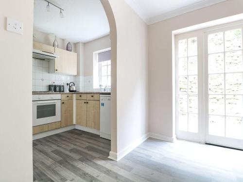 A kitchen or kitchenette at 4 Wye Rapids Cottages, Ross-on-Wye