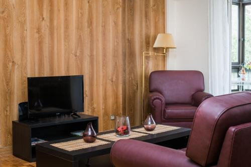 A television and/or entertainment center at Spacious apartment close to the ocean