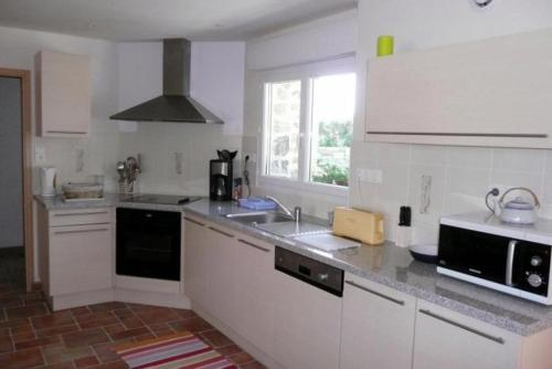 A kitchen or kitchenette at Holiday rental in Brittany - Finistere
