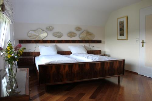 A bed or beds in a room at Landhaus Almyssen