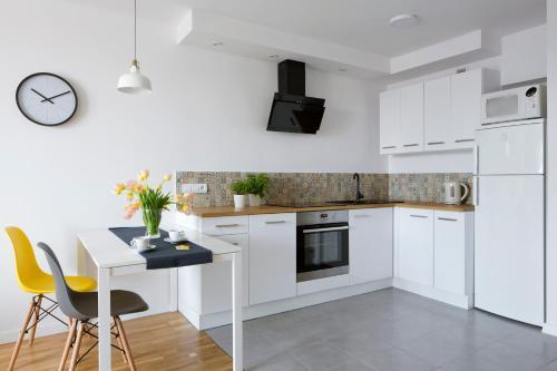 A kitchen or kitchenette at smartApart- Apartments Center