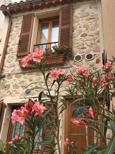 Vieille Ville 2 - La Petite Maison à Safranier, 2 bedrooms, Antibes ...