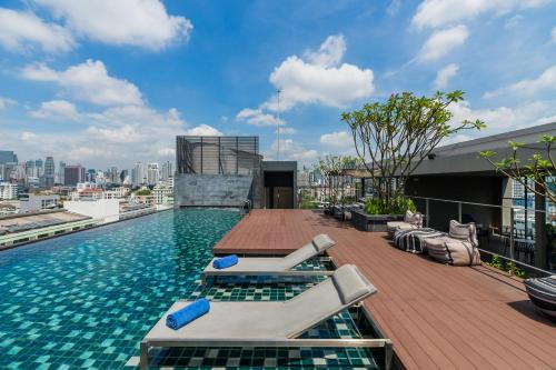 The swimming pool at or near The Residence on Thonglor by UHG