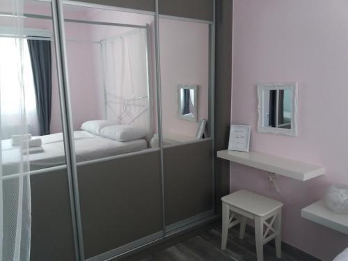 """Ένα μπάνιο στο """"ΙωΚαρ"""""""