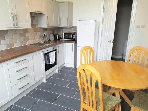 Dapur atau dapur kecil di Dragon - Whitecrook Apartment 2 Bedroom Home