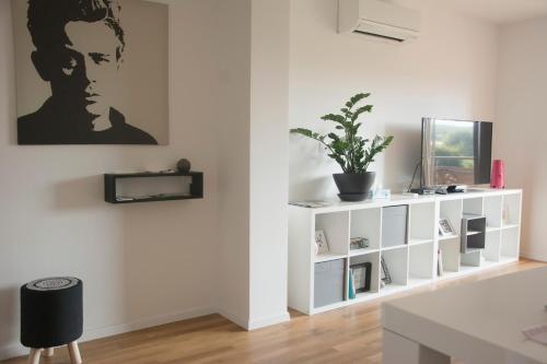 TV in/ali zabaviščno središče v nastanitvi Studio Apartment No.37
