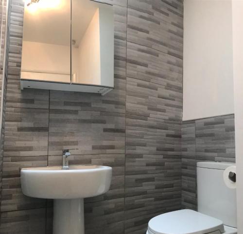 A bathroom at Cinnamon 1