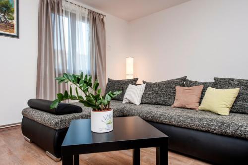 A seating area at Apartment Nika