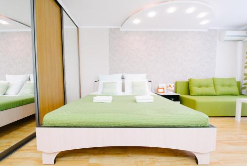 Кровать или кровати в номере Apartments 5 zvezd Paradise