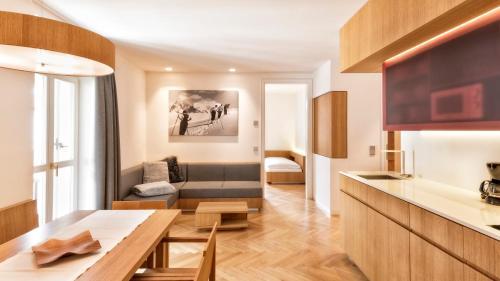 Bett Im Schlafzimmer Design Modern Italienisch Lecomfort , Apartment Genziana Italien St Ulrich In Gröden Booking