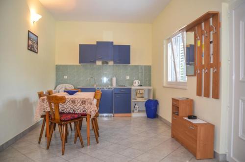A kitchen or kitchenette at Apartmani Nikolac
