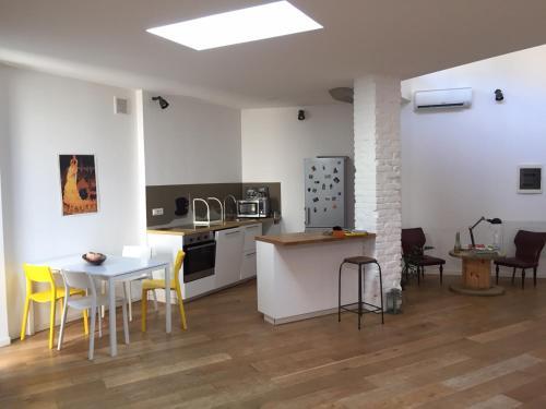 A kitchen or kitchenette at Tommy Loft