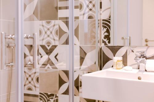 A bathroom at São Bento by Lisbon Inside Out