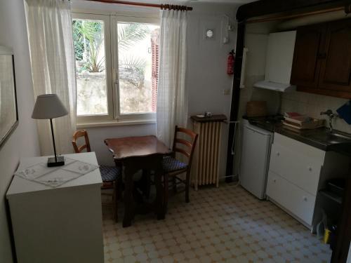 Majoituspaikan Villa Asmodée keittiö tai keittotila