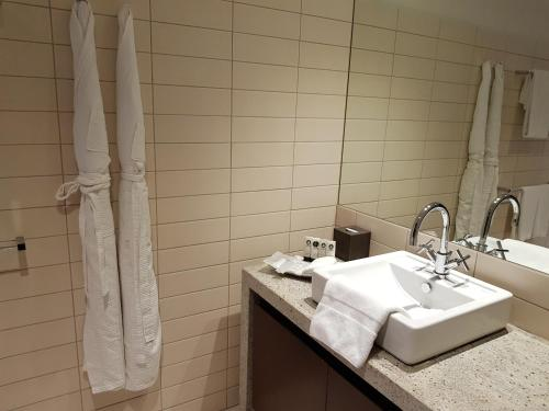 A bathroom at Ascott Park Place Dubai