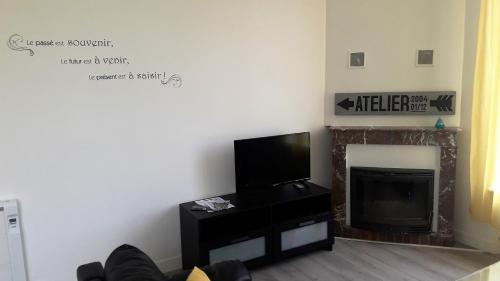 Télévision ou salle de divertissement dans l'établissement Cosy House in Bonneval