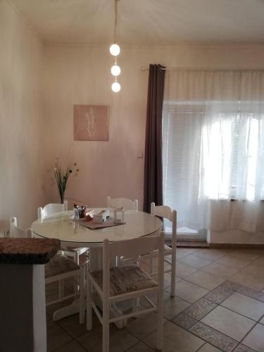 Bett Im Schlafzimmer Design Modern Italienisch Lecomfort , Apartments Merlin Kroatien Novigrad Istria Booking