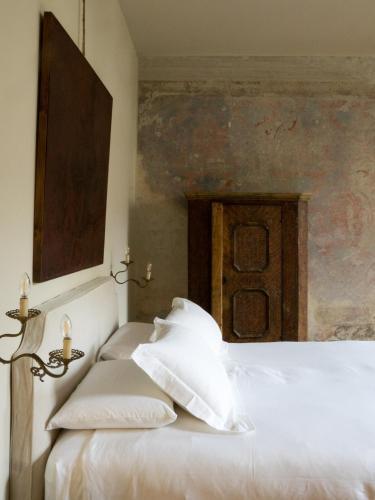 Postel nebo postele na pokoji v ubytování Palazzo Albricci Peregrini