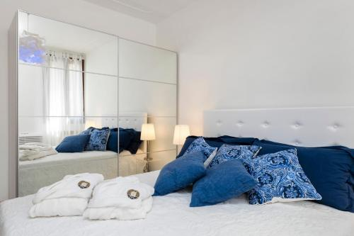 A bed or beds in a room at Venice Heaven Apartments San Marco